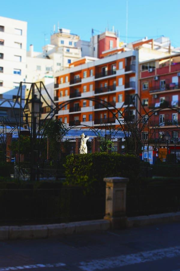 Центр статуи городской среды стоковое изображение rf