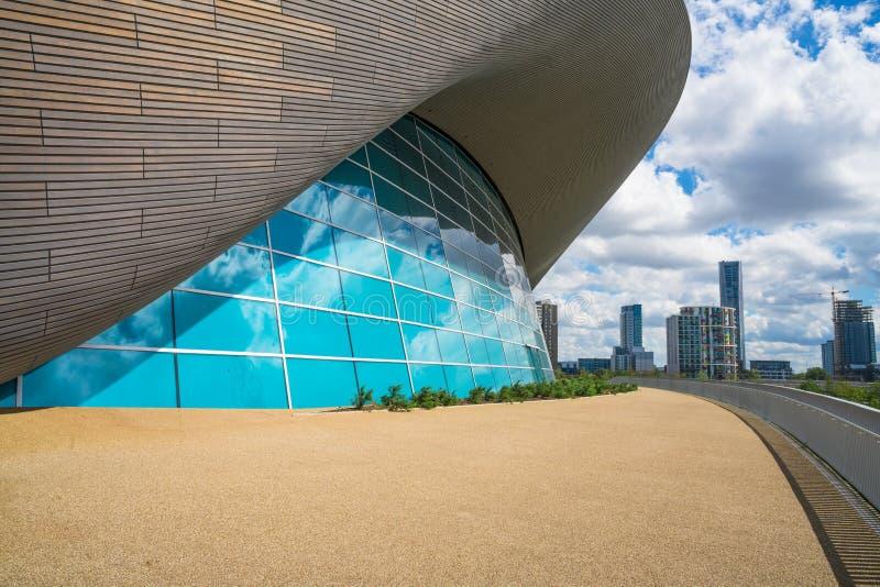 Центр Aquatics Лондона в парке ферзя Элизабета олимпийском, Лондоне, Великобритании стоковая фотография rf