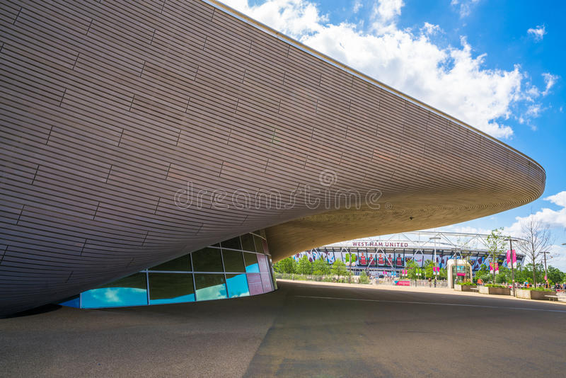 Центр Aquatics Лондона в парке ферзя Элизабета олимпийском, Лондоне, Великобритании стоковая фотография
