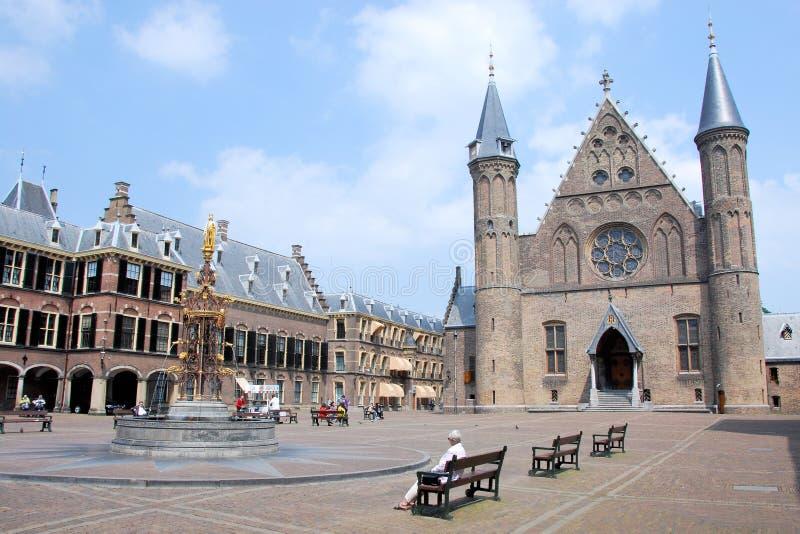 Центр Binnenhof Гааги голландской политики с Ridderzaal и дом сената стоковое изображение