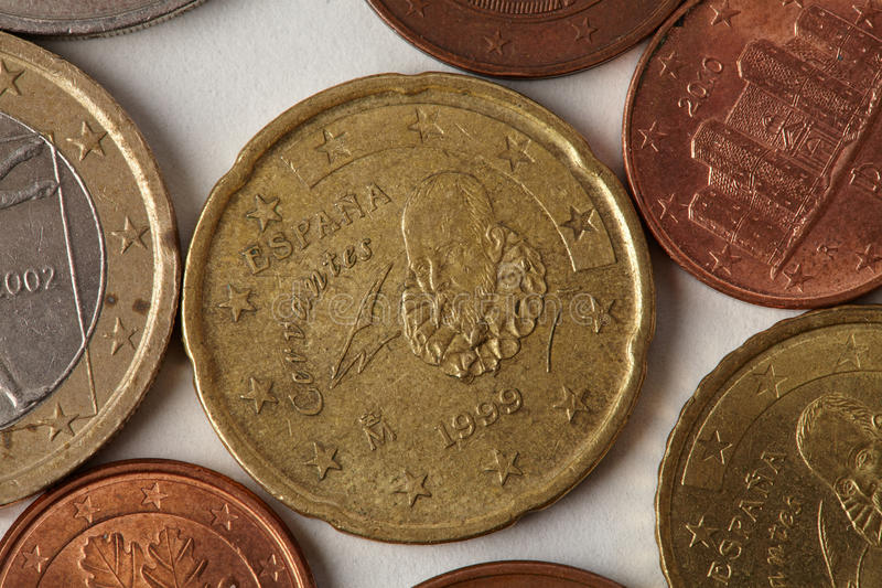 Цент евро чеканит взгляд макроса Постаретый текстурированный крупный план валюты Espana Испании денег, гравирующ вытравливание на стоковые фото