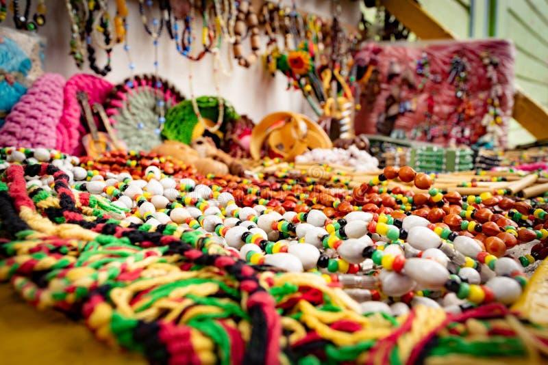 Цепи ямайского и Rasta цвета шарика в Montego Bay, Ямайке стоковые фотографии rf