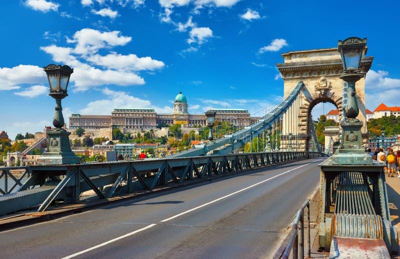 Цепной мост дворец королевский Будапешт, Венгрия стоковое изображение rf