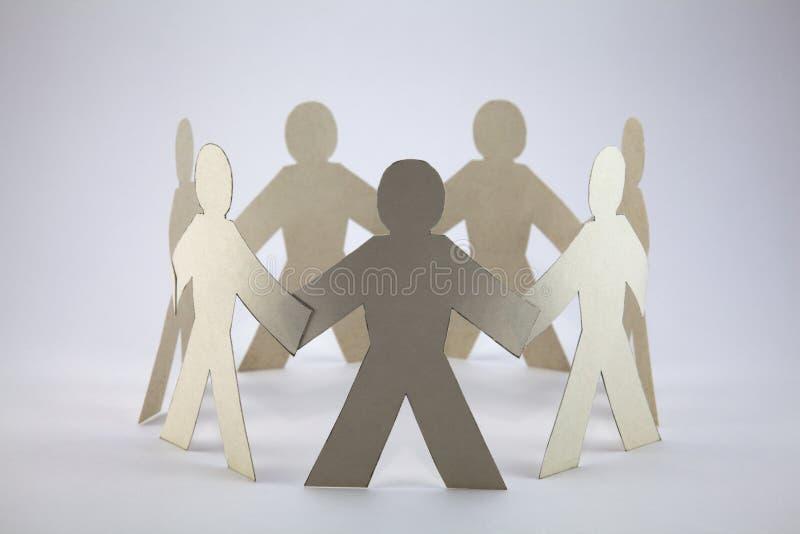 цепные бумажные люди стоковое фото rf