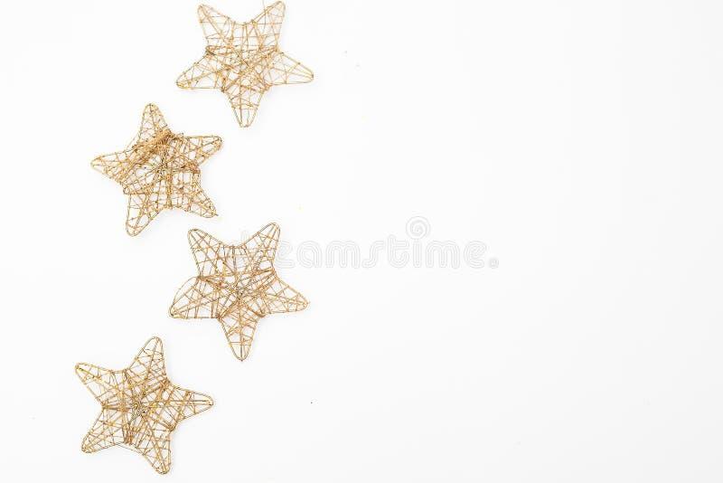 Цепные колеса украшений рождества золотые на белой предпосылке mock стоковая фотография