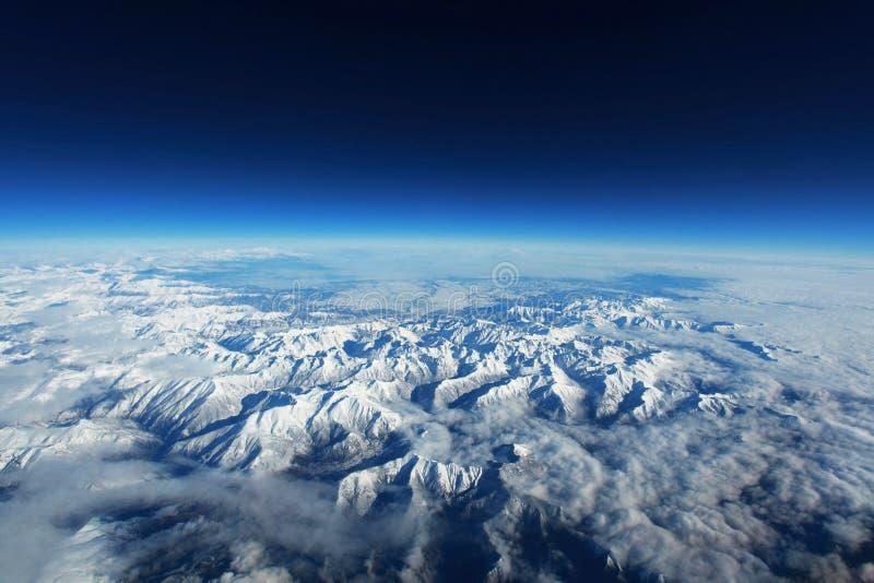 Цепь гор в снеге стоковая фотография rf