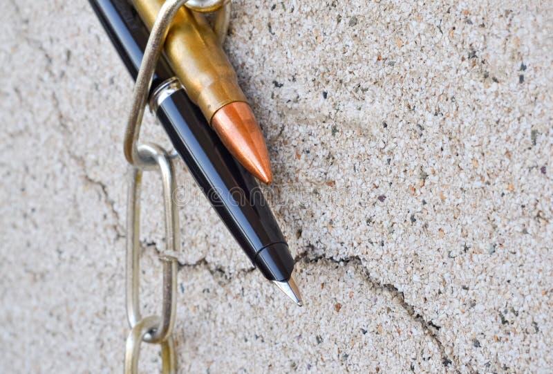 Цепь и пуля ручки стоковое фото rf