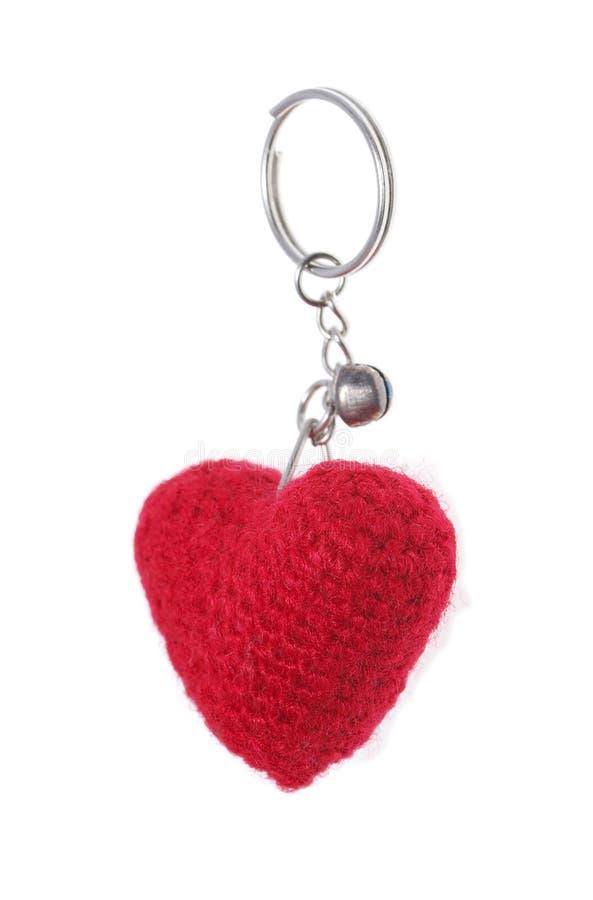 Цепь красного сердца одежды ключевая изолированная на белизне стоковая фотография