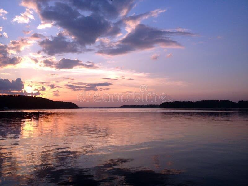 цепь покрывает поверхность США захода солнца неба съемки горизонтальных озер светлую o озера illinois померанцовую стоковая фотография rf