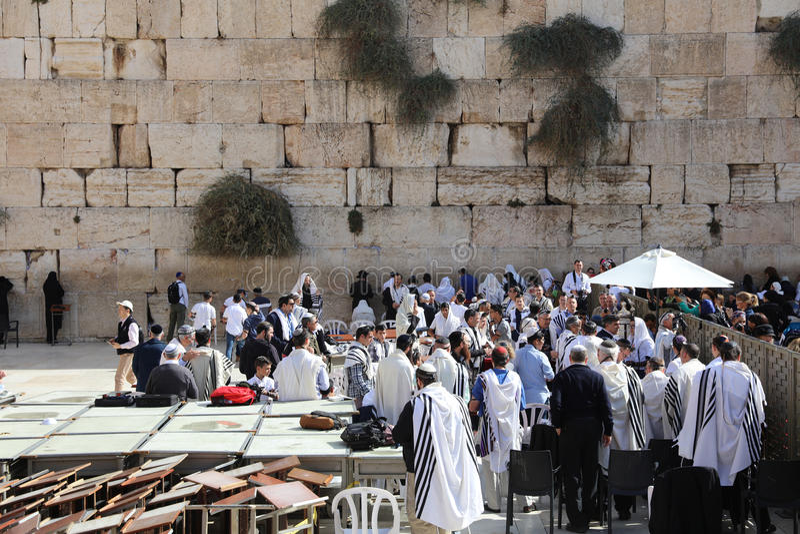 Церемония бар-мицва на западной стене в Иерусалиме стоковые фото