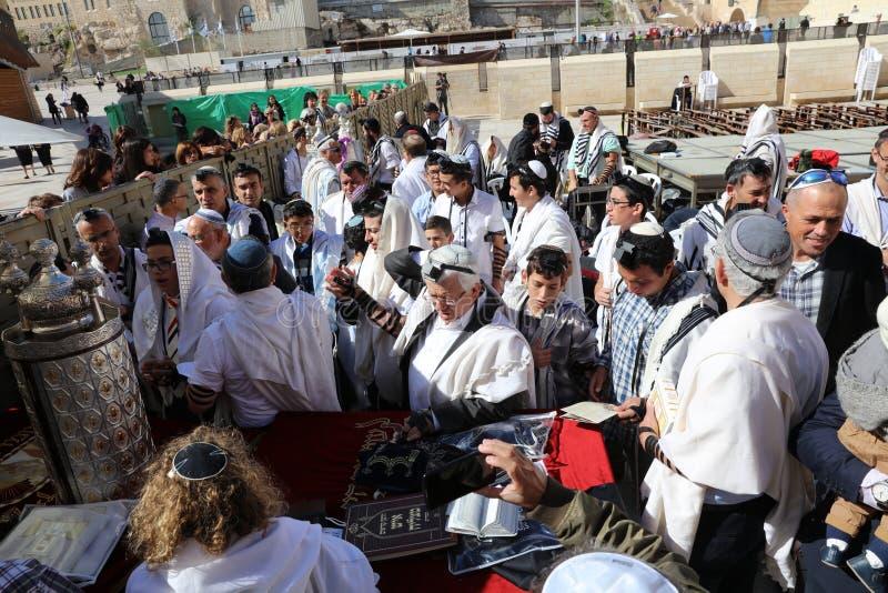 Церемония бар-мицва на западной стене в Иерусалиме стоковое фото rf