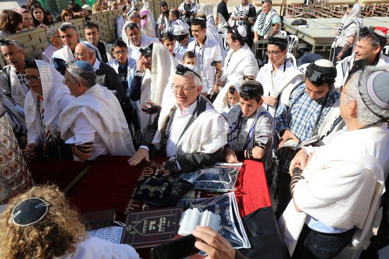 Церемония бар-мицва на западной стене в Иерусалиме стоковая фотография