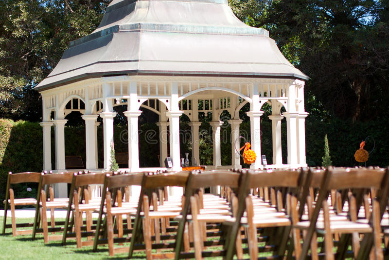 Церемония венчания в саде стоковые фотографии rf