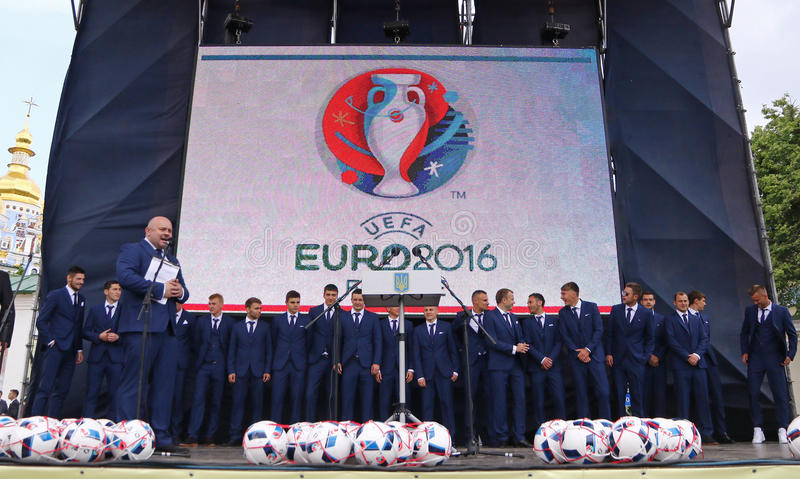 Церемония отклонения национальной футбольной команды Ukrai стоковое изображение rf
