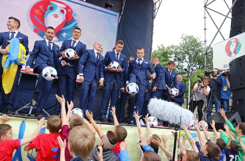 Церемония отклонения национальной футбольной команды Ukrai стоковые фото