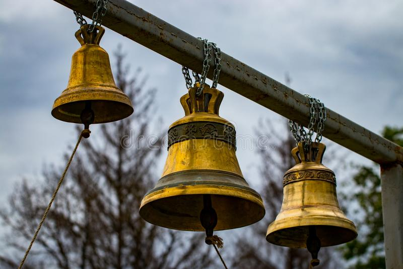 Церковный колокол, 3 колокола, звенеть колоколов стоковые изображения