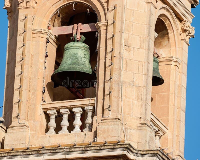 Церковный колокол на колокольне стоковые фото