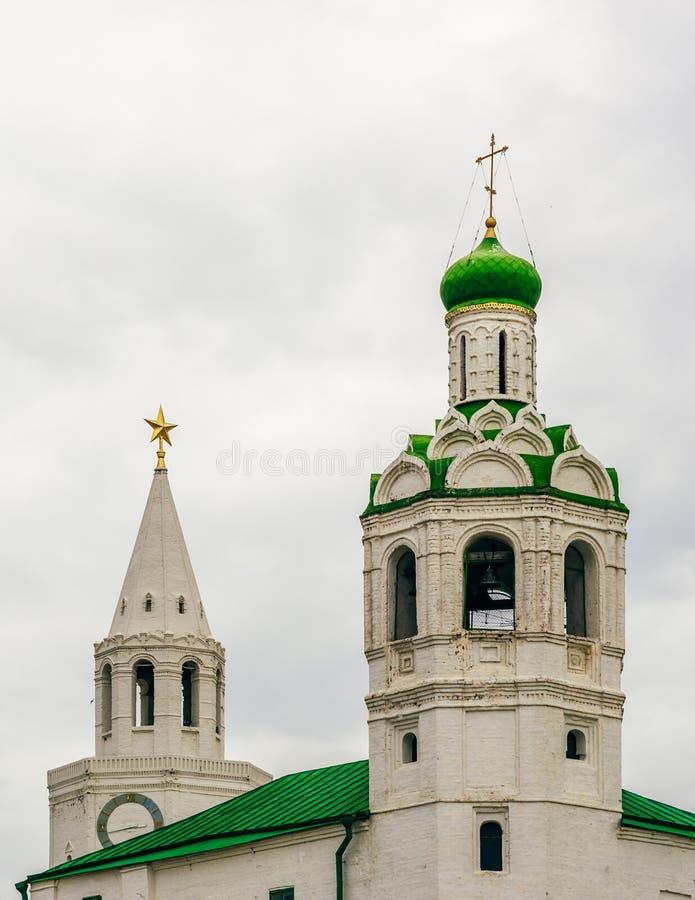 Церковь башни баптиста и спасителя St. John стоковые фото