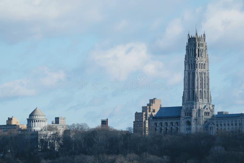Церковь берега реки, Нью-Йорк Взгляд от NJ стоковые изображения
