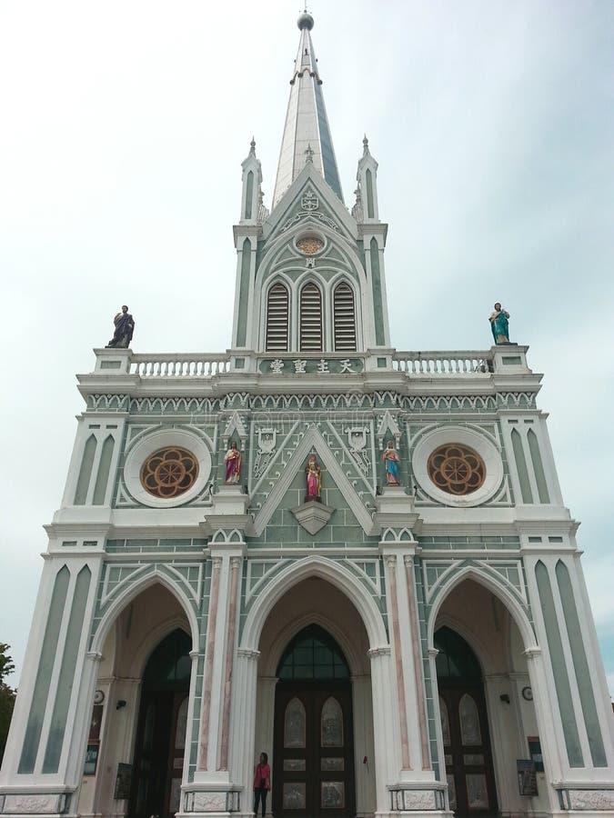 Церковь белизны и solf зеленая моля надеющийся счастливое стоковые фотографии rf