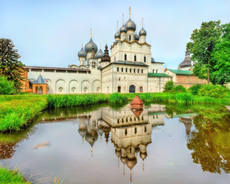 Церковь воскресения Христоса и собора предположения на Ростове Кремле, области Yaroslavl, России стоковая фотография rf