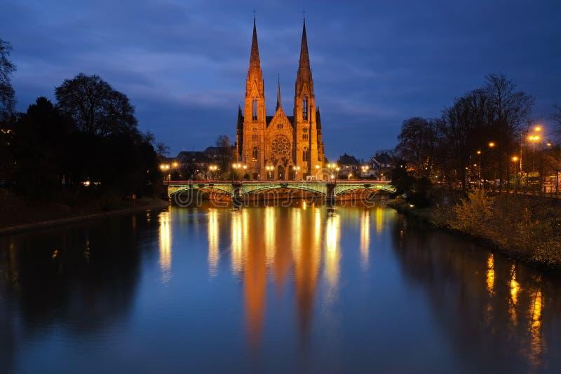 Церковь в вечере, страсбург St Pauls, Франция стоковое фото