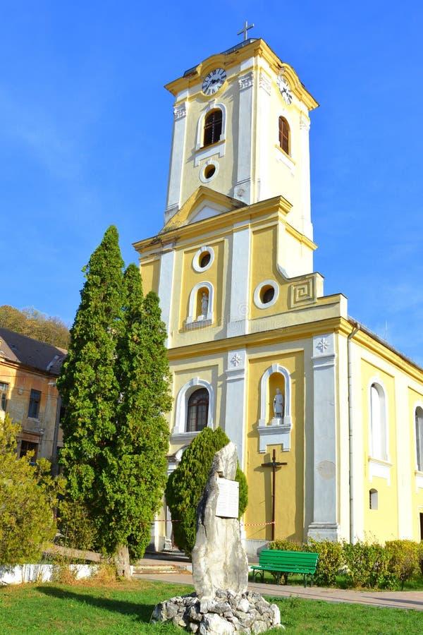 Церковь в городе Оравита, банатское традиционное зрение в лесах Трансильвании, Румыния Осеннее представление стоковые изображения rf