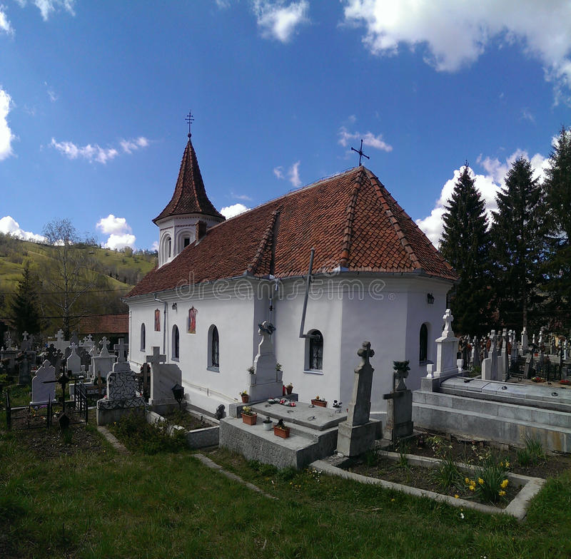 Церковь в деревне Simon в Румынии стоковая фотография