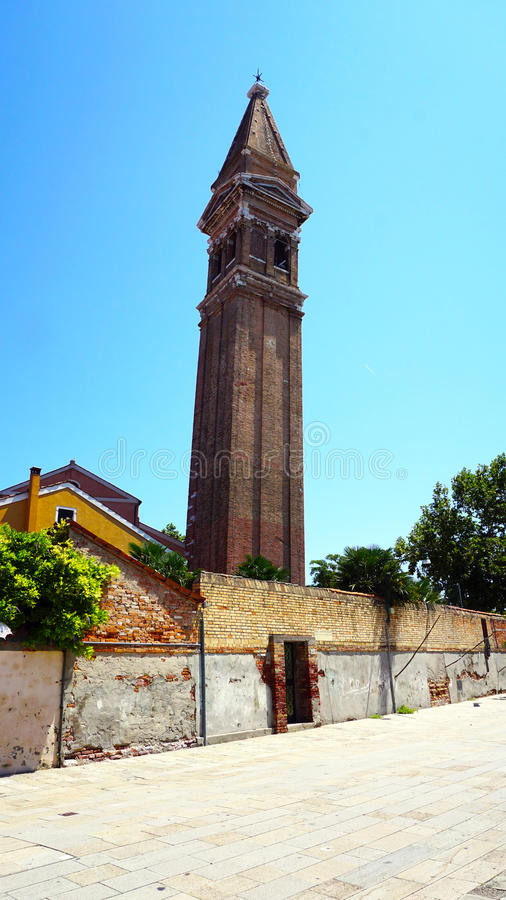 Церковь в старом городе Burano городка стоковая фотография
