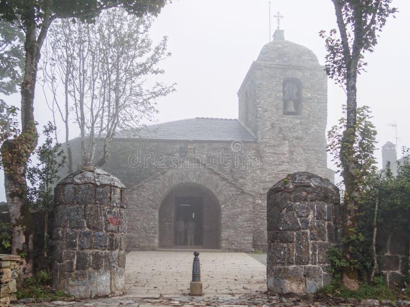 """Церковь в тумане - o """"Cebreiro стоковое фото rf"""