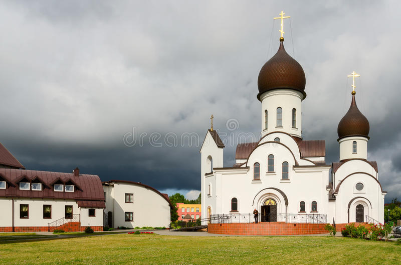 Церковь в честь защиты матери бога и в имени Sa стоковая фотография rf