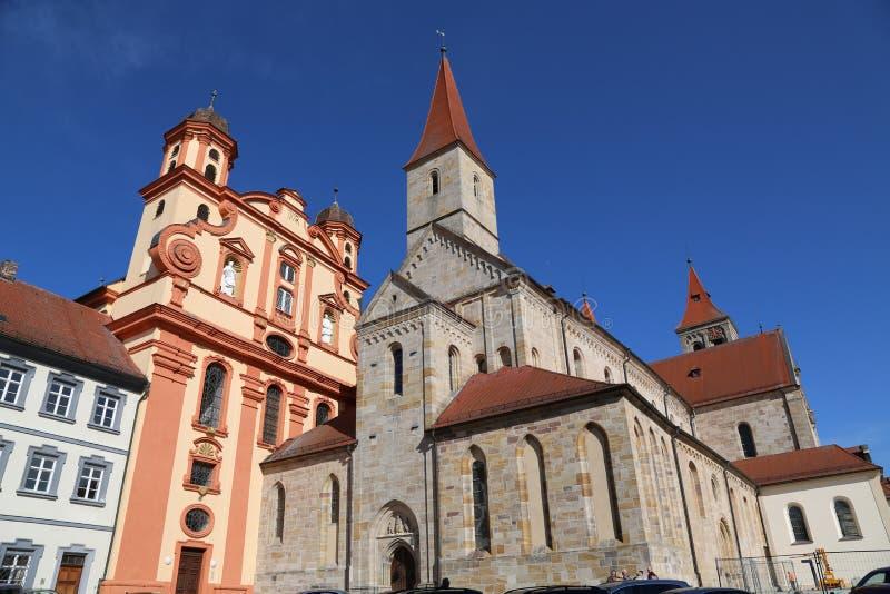 Церковь городка протестанта и католический St Vitus базилики в Ellwan стоковое изображение