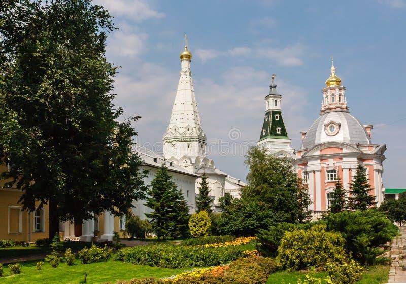 Церковь значка Смоленска матери бога, висок в честь St Zosima и Savvatiy Solovki и калиша возвышаются святейше стоковое фото rf