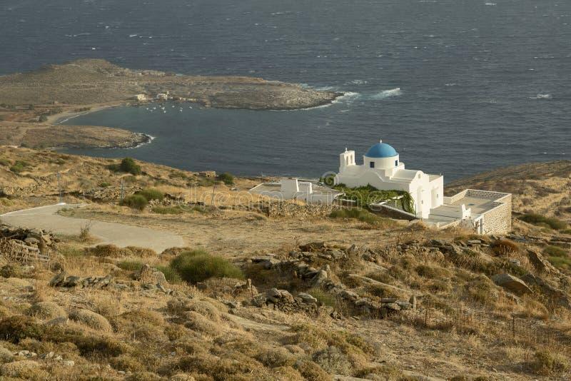 Церковь и залив острова стоковое изображение rf