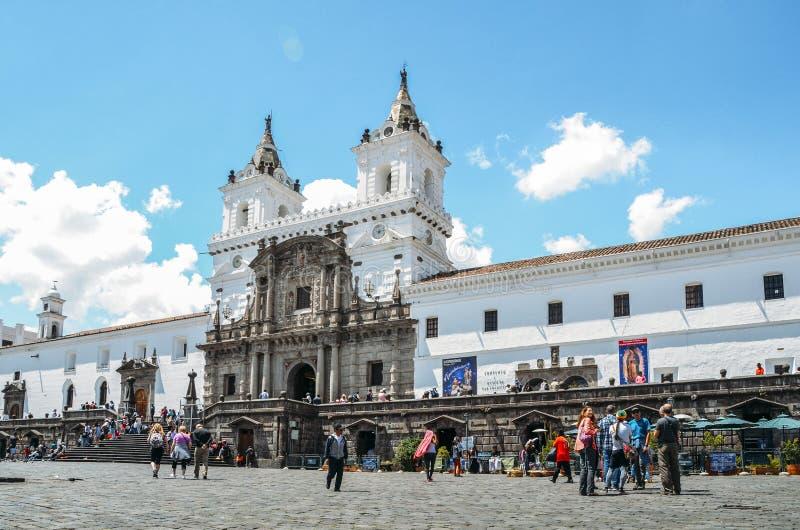 Церковь и монастырь Св.а Франциск Св. Франциск комплекс шестнадцатого века римско-католический в Кито, эквадоре стоковые фотографии rf