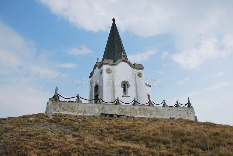 Церковь которая на пике Kajmakchalan, место сражения WWI стоковые изображения