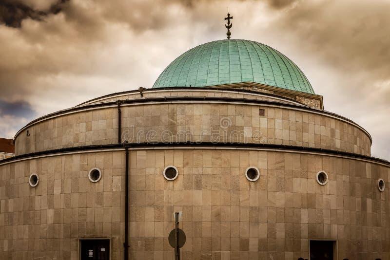 Церковь мечети в Венгрии стоковое фото rf