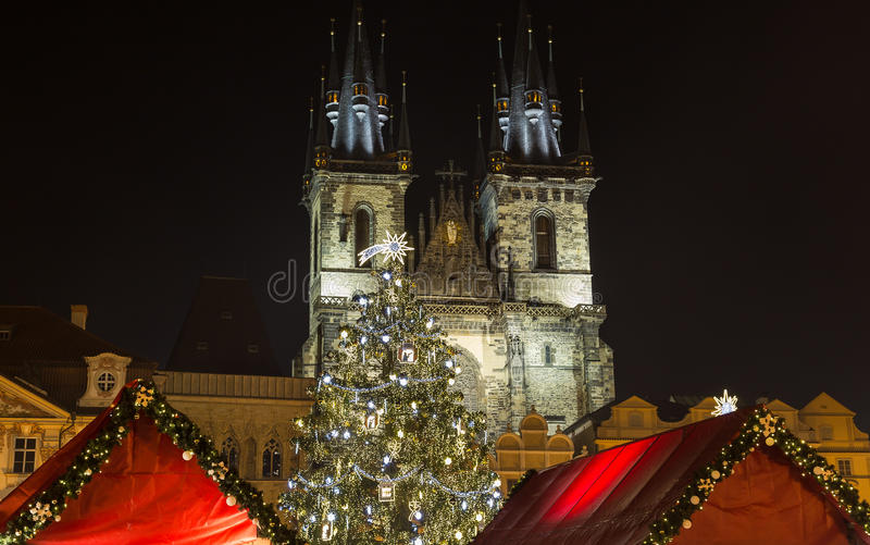 Церковь нашей дамы перед Tyn на рождестве в Праге стоковая фотография rf