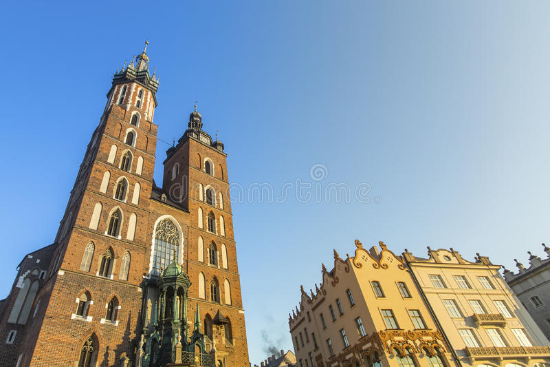 Церковь нашей дамы Assumed в рай также известный как церковь St Mary (Kosciol Mariacki) в Кракове стоковое изображение rf