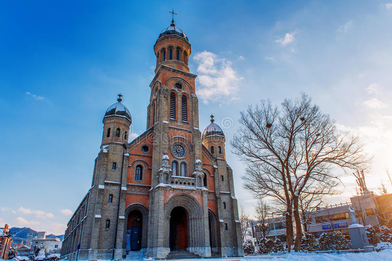 Церковь на деревне в зиме, Корее Чонджу Hanok стоковое фото rf
