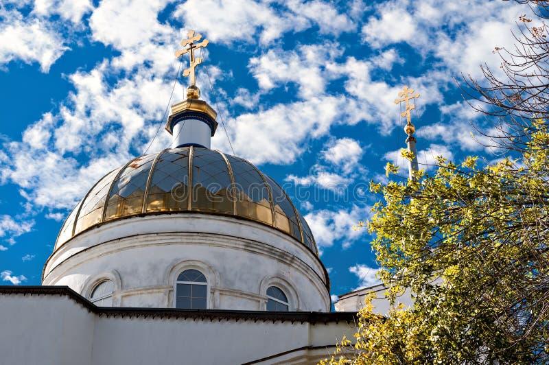 Церковь на солнечный день стоковая фотография rf