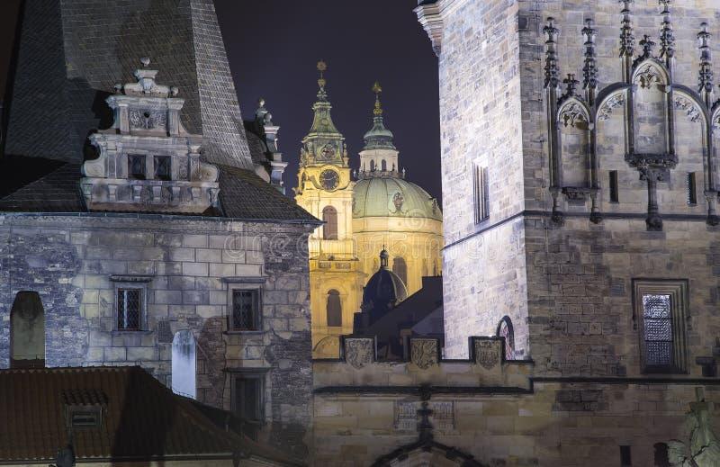 Церковь Николаса в Mala Strana, Праге, чехии (взгляд ночи) стоковые фото