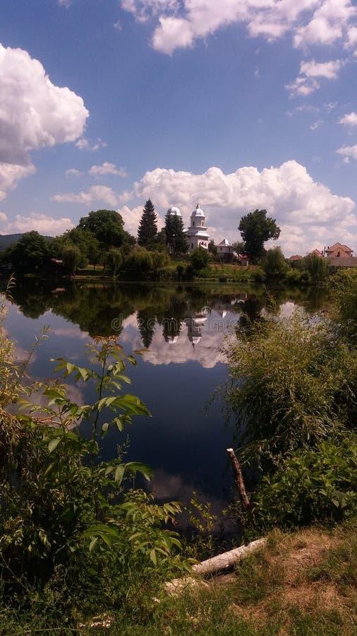 Церковь озера стоковое изображение rf
