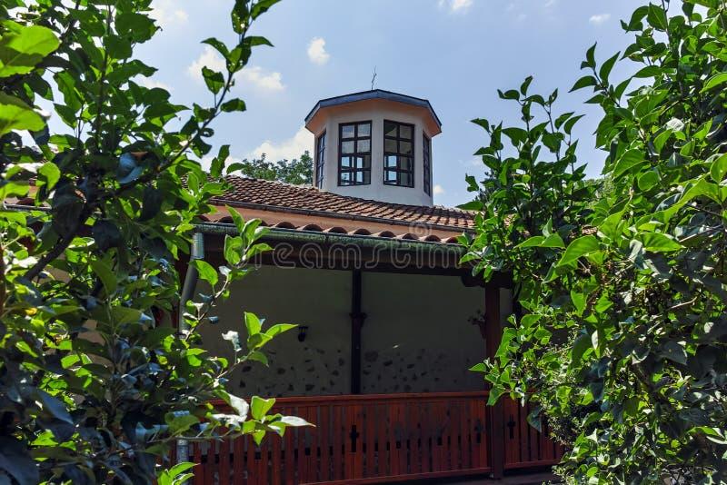 Церковь от девятнадцатого века St. George известного как церковь Преподобия Stoyna на деревне Zlatolist, Болгарии стоковые фотографии rf