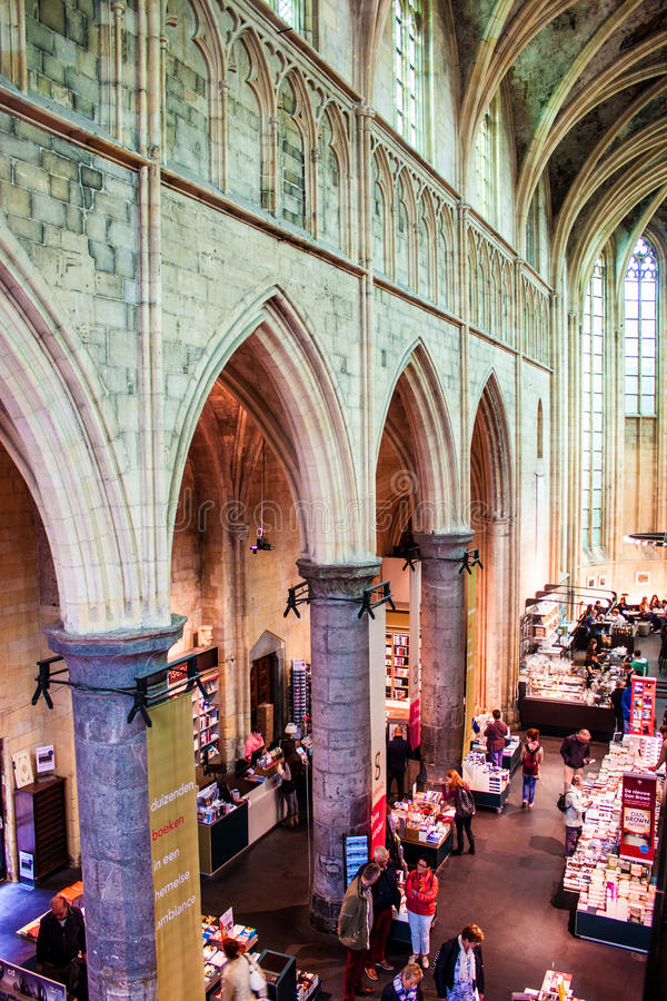 Церковь преобразовала в bookstore стоковые фотографии rf