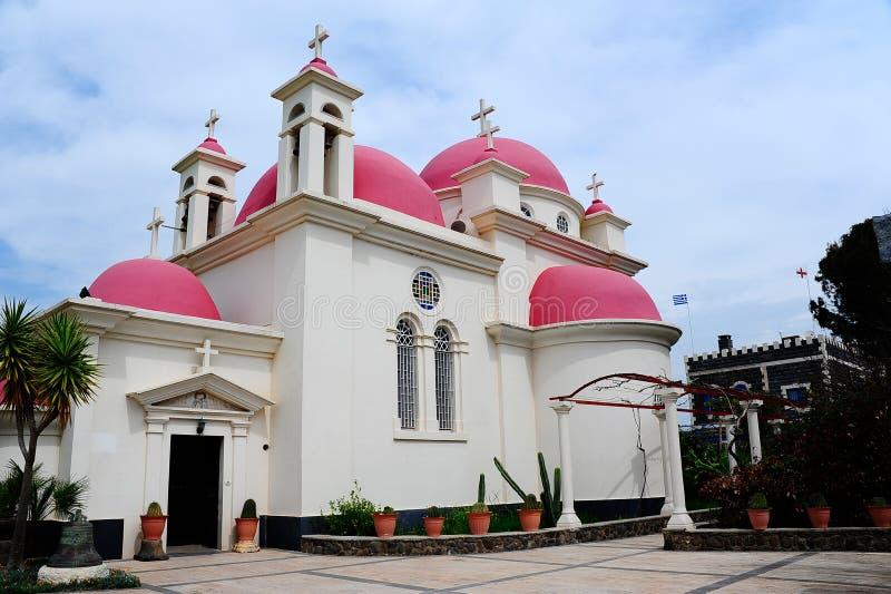 церковь придает куполообразную форму: красный цвет стоковая фотография rf