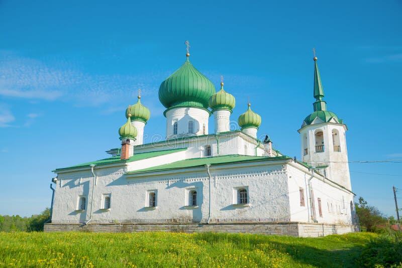 Церковь рождества Иоанна Крестителя Staraya Ladoga, России стоковые изображения