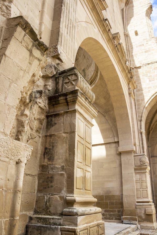 Церковь руин San Pedro в Viana, Наварре Испании стоковые фотографии rf