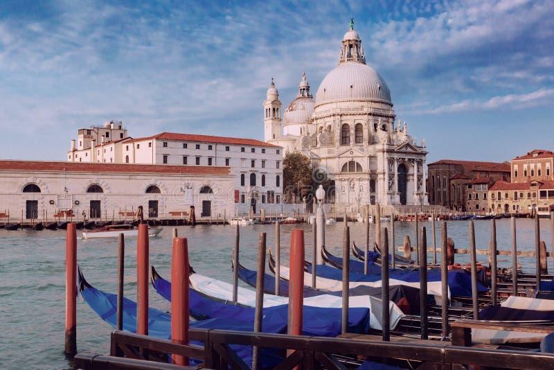 Церковь салюта della Santa Maria грандиозным каналом в Венеции, ем стоковые фото