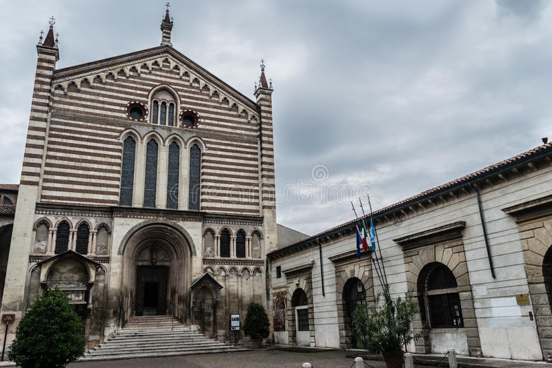 Церковь Сан Fermo в Вероне, Италии стоковые изображения rf